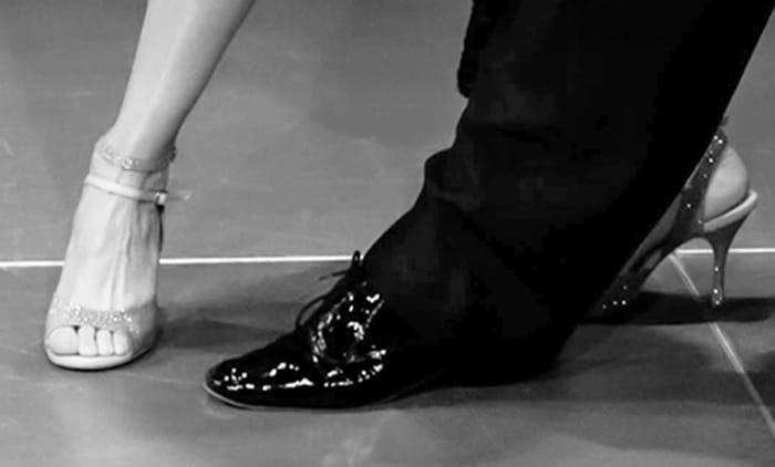 Großer Auftritt: schwarzer Herren Tanzschuh aus Lack Leder