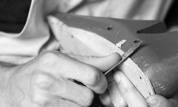 Schuhsohlen-Herstellung in Handarbeit