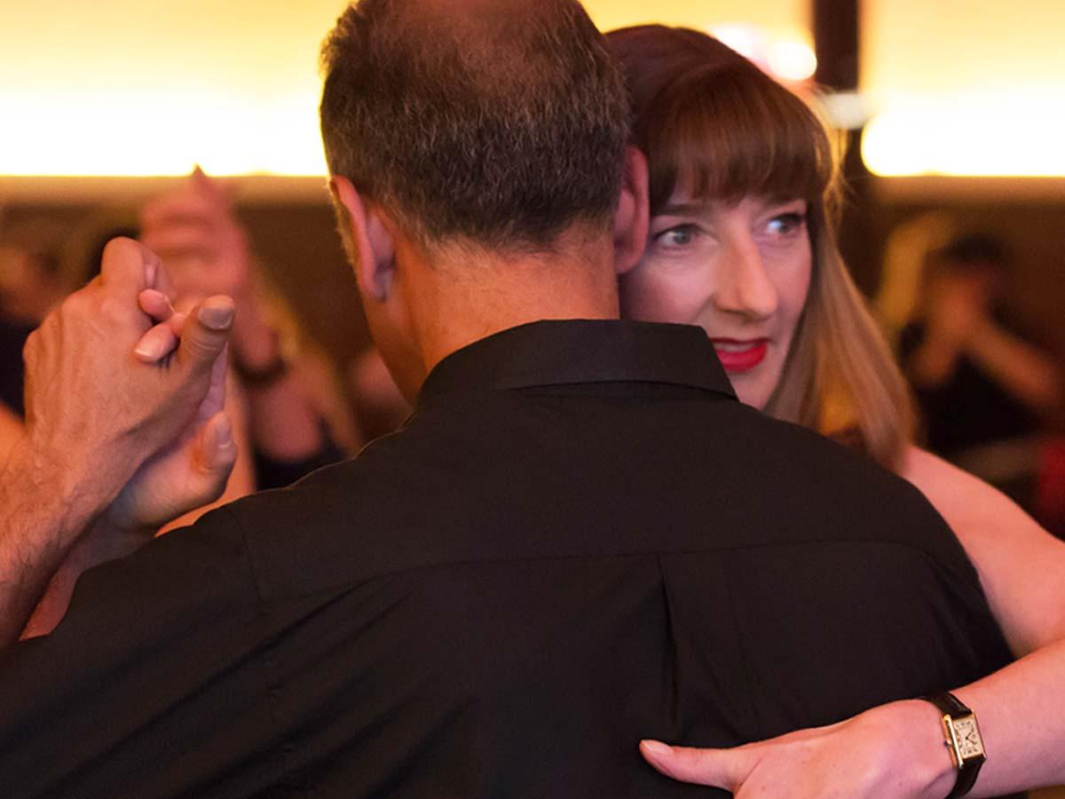 Lexikon Tango Tanzschritte Umarmung