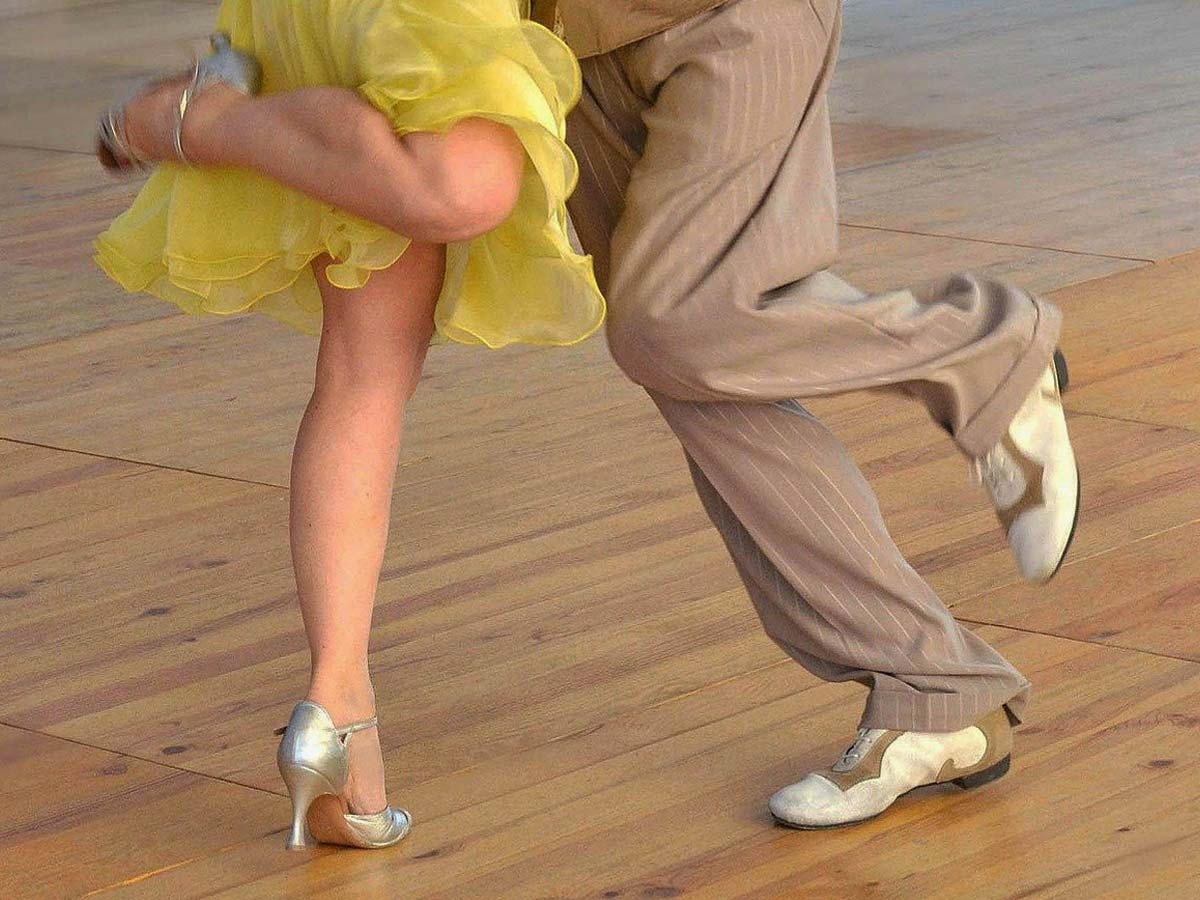 Lexikon Tango Tanzschritte Schwungvoll