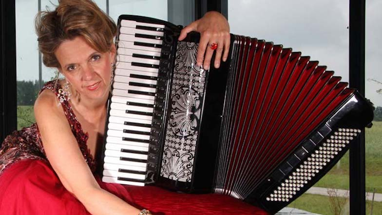 Tango-Lieder-Margit-Sonnauer-Portrait