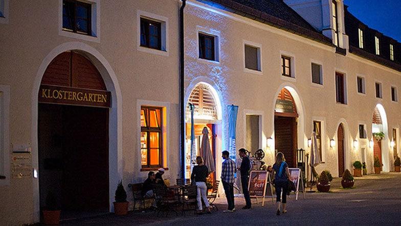 Tangofilme-mit-Tanz-im-Kino-Schloss-Seefeld