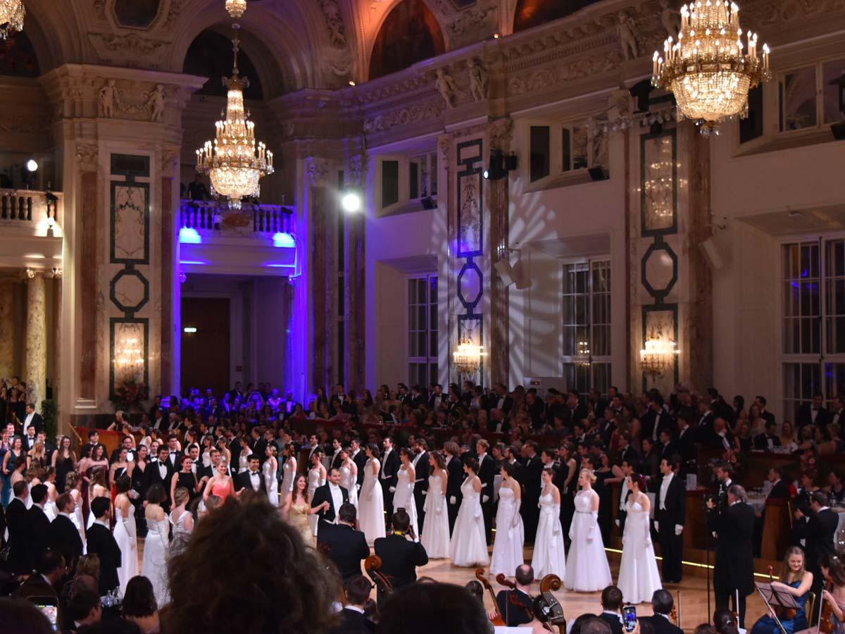 TU Ball in der Wiener Hofburg, Eröffnung ganz In Weiß