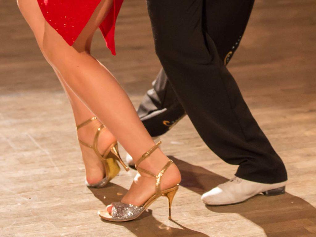 Tangoschuhe Damen Und Herren Auf Der Tanzpiste